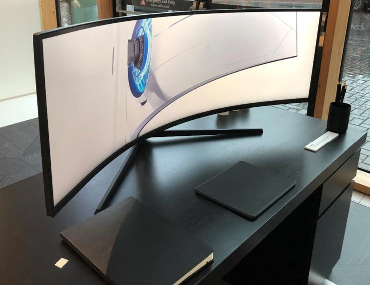 samsung-curved-monitor-on-desk